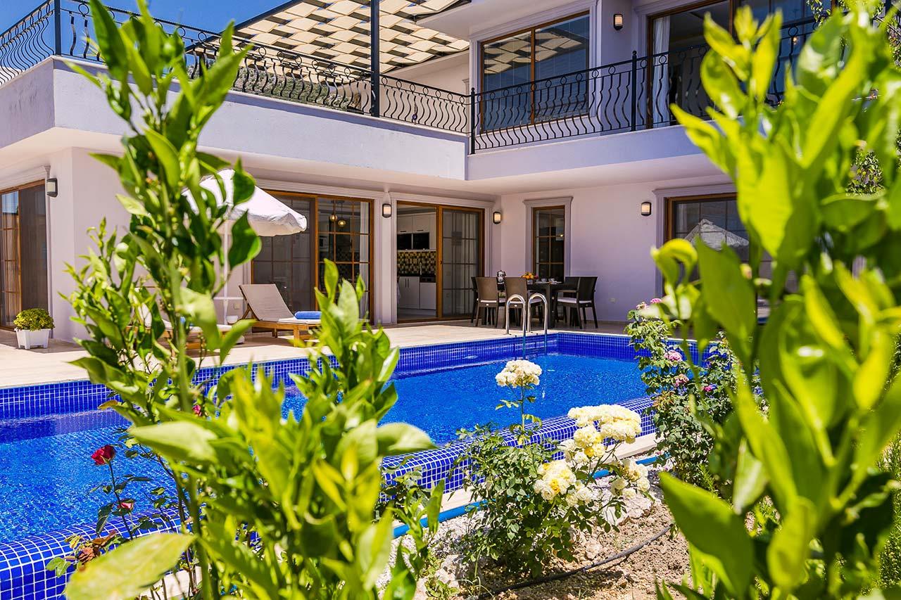 Pool terrace 1a