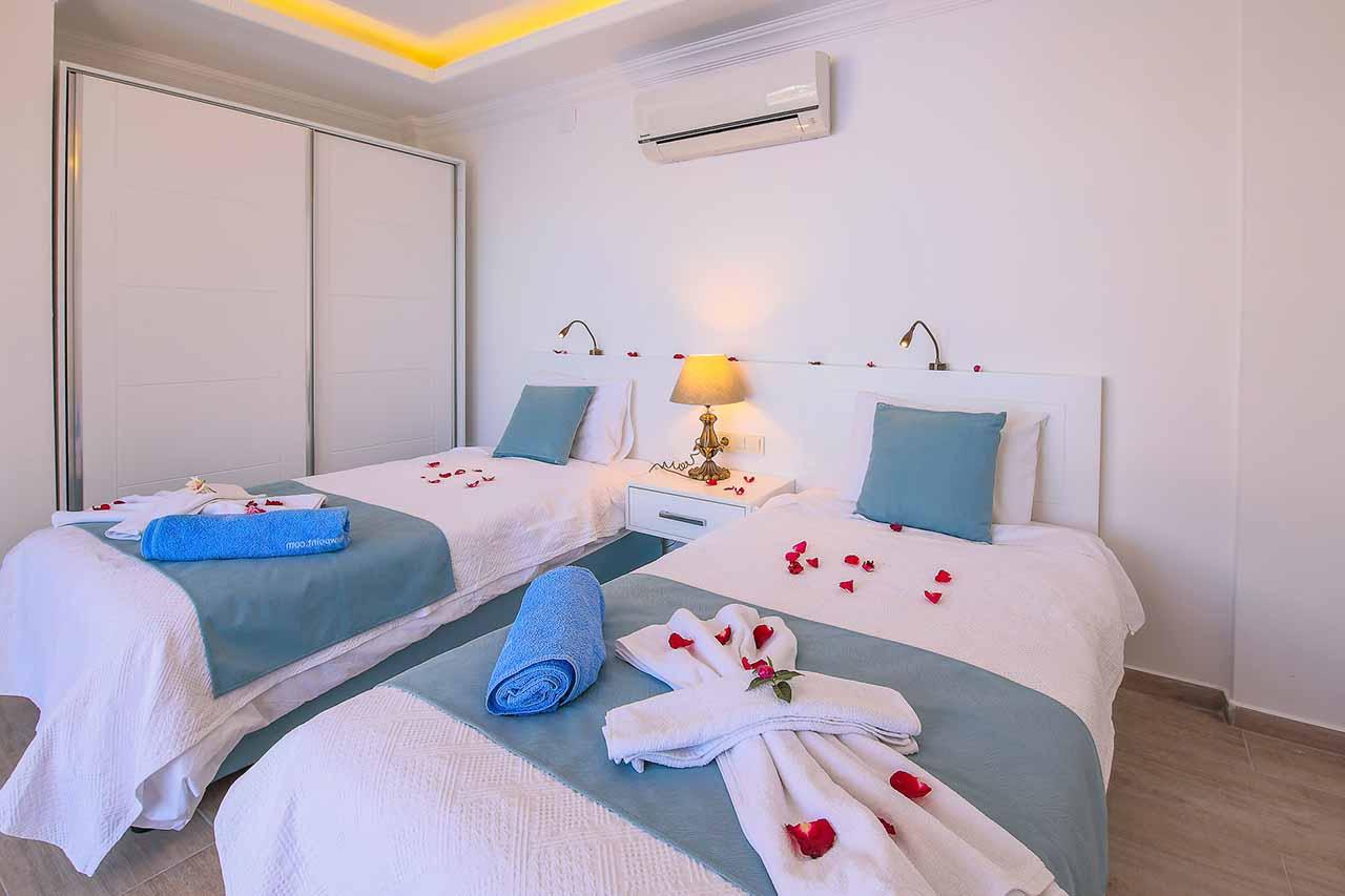 Twin bedroom 1a