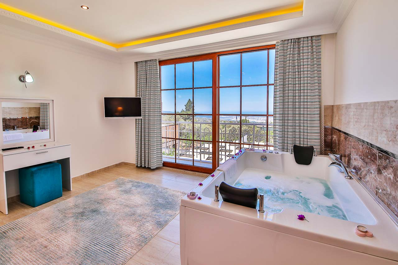 jaccuzi corner of double bedroom